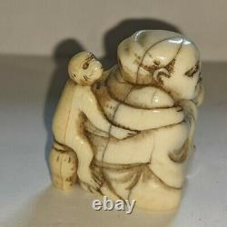 Edo Period C18th fine netsuke depicting a monkey trainer superb carving