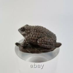 Finely Carved Wood Japanese Netsuke Of A Frog On A Leaf