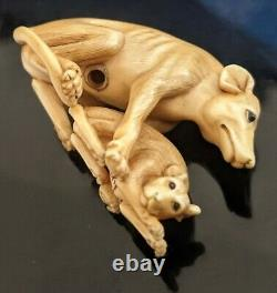 Meiji Netsuke depicting a starving dog protecting her puppy museum quality fine