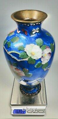 Antique 19ème Siècle Japonais Fleurs D'émail Fin Et Papillons Sur Le Vase En Laiton