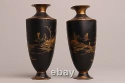 Belle Paire De Vases À Landcape En Métal Noir Et Or Japonais Du Xixe Siècle, Fuiji