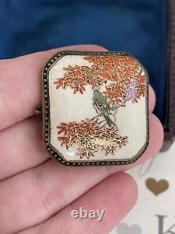 Broche Antique 19ème Porcelaine Japonaise Délicat Oiseau Peint Sur Arbre Signé