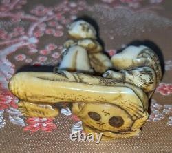 Edo Période Fine Sculpté & Coloré Boxwood Netsuke Représentant Ashinaga & Petit Homme