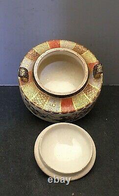 Fin Japonais Meiji Satsuma Tripod Lided Jar Avec Poignées, Signé