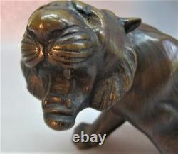 Fine Antique 20 Sculpture En Bronze Japonais De La Statue Crouching Tiger C. Années 1930