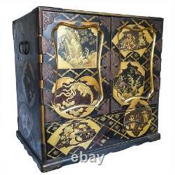 Fine Grande Armoire De Table De Gilt Japonais Laquée Avec Des Créatures Auspicious Meiji