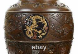 Paire De Qualité Fine De Vases En Bronze Japonais De Style Miyao Période Meiji (1868-1912)
