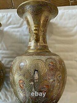 Paire De Vases Satsuma Japonais. Très Beau Travail / Beaucoup D'or. 33 Figures Auréolées Ea 7x4