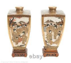 Paire Fine Antique Signée Hododa Japonais Satsuma Ware Vases Avec Déités