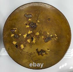 Paire Fine Japonaise Antique Des Plateaux Mélangés En Bronze De Plaques De Bronze Grasshopper Floral